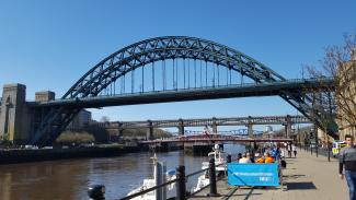 Th e Tyne Bridge