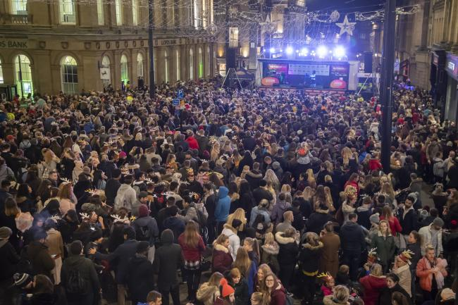 5000 gathered to watch last years Christmas lights switch on!